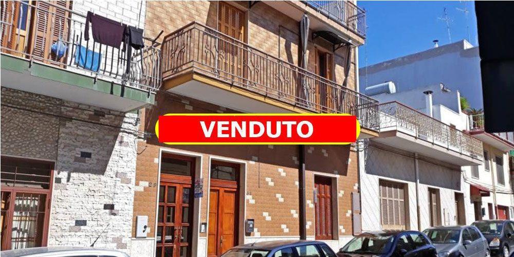 Intero stabile in via Cavour, Rutigliano: palazzina con 2 appartamenti