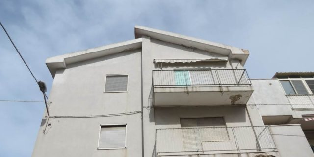 Appartamento trivani, zona via Mola (via Dei Pini), Rutigliano (Bari)