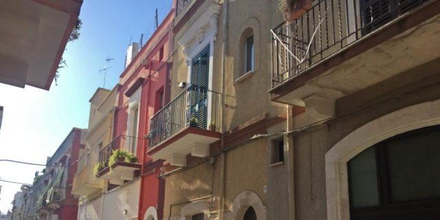 Casa indipendente in via Elsa, Rutigliano (Bari), intero stabile